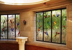 Фотообои на стекле – отличная замена витражным стеклам