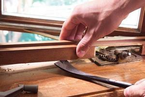 Как провести ремонт деревянных окон